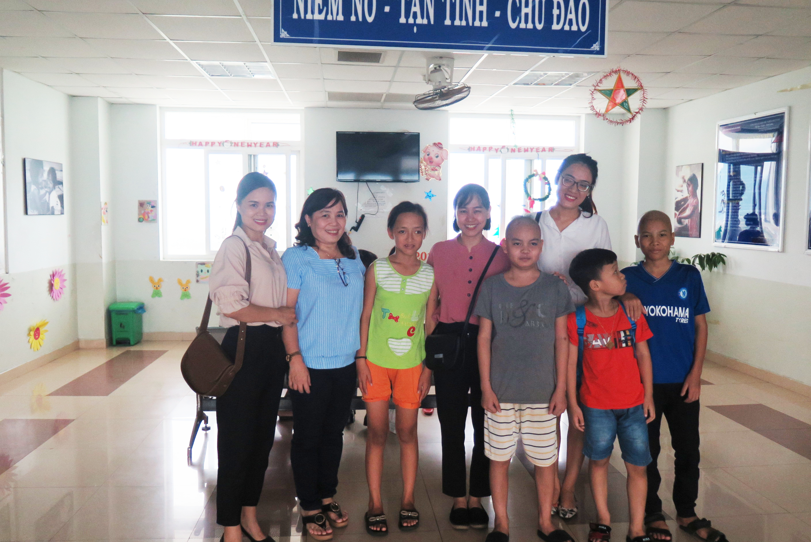 Danapha visited children treated in Danang Oncology Hospital